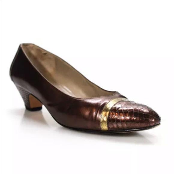 Salvatore Ferragamo Shoes - SALVATORE FERRAGAMO KITTEN HEEL SZ 8 WITH BOX